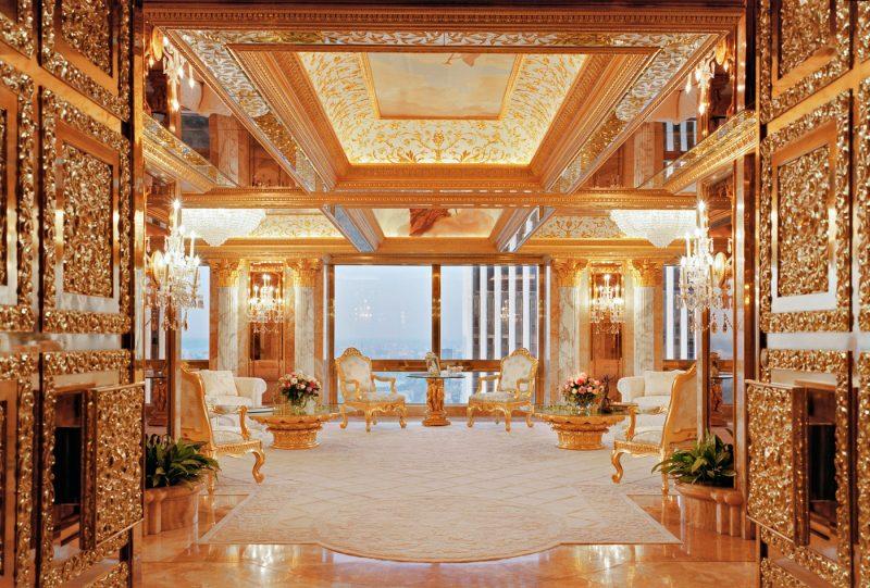 """Trumps penthouse högst upp i Trump Tower. Trump kallar det ett """"ode till Versailles"""" och beskriver inredningen som """"bekväm modernism""""."""