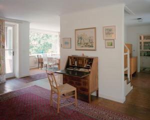Vardagsrummet mot matsalen och entréhallen i Villa Claëson. Foto: Åke E:son Lindman