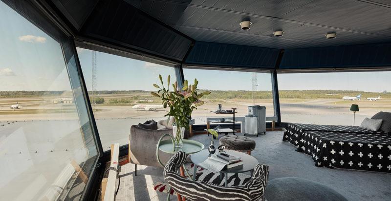 Lägenheten är på 35 kvadratmeter och har panoramavy över start- och landningsbanor på flygplatsen. Foto: Joakim Johansson