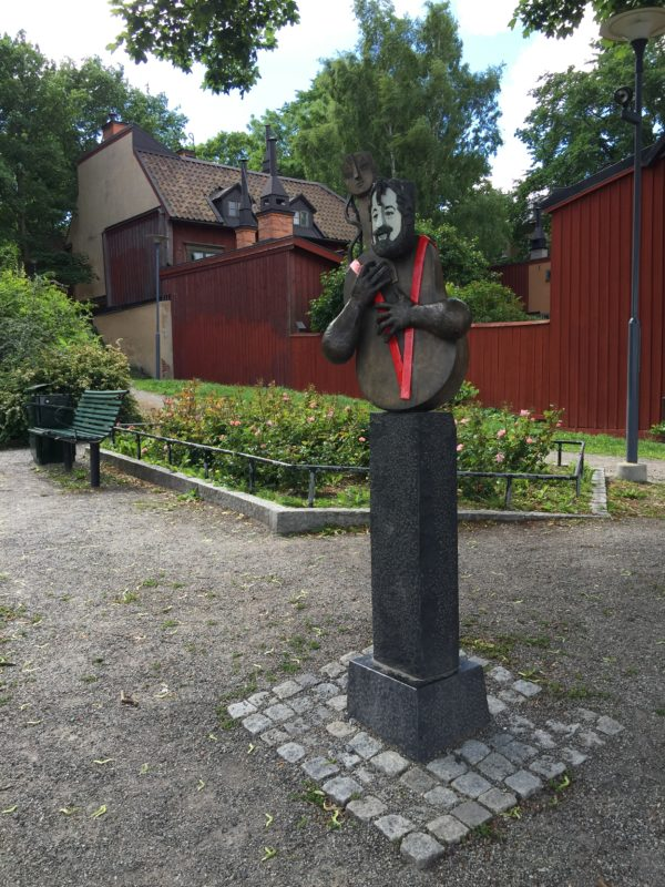 Cornelisstatyn, gjord av konstnären Bitte Jonason Åkerlund.