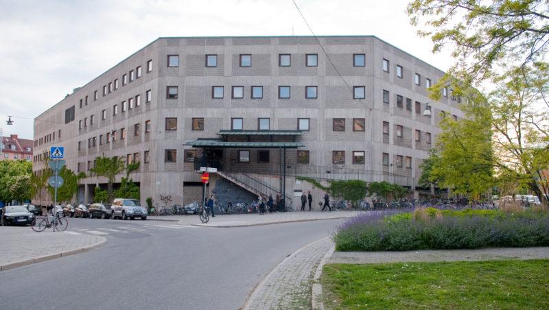 Före detta KTH Arkitekturskolan rymmer numera arbetsklubben A House. Det tidigare slutna huset ska nu bli mer publikt. Foto: Richard Hammarskiöld