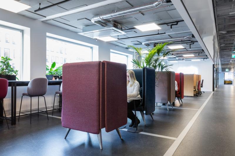 """Som medlem på Epicenter kan man till exempel välja att sitta och jobba i en ljudisolerad """"holk"""". Foto: Per Ranung"""