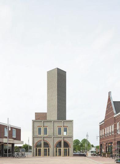 Vy från torget i Nieuw Bergen mot Monadnocks landmärke. Fasadens uttryck syftar till att binda ihop stadsbilden och förstärka platsens betydelse. Foto: Stijn Bollaert