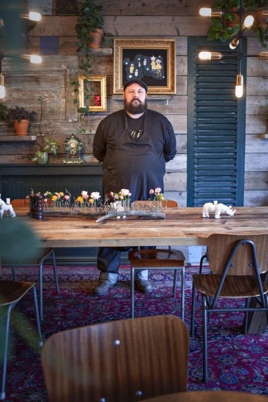 Ivan Jurman på restaurangen Kvarteret Åkern på Nobelvägen.